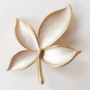 JJ Gold Tone Silver Enamel 4 Leaves Pin Brooch